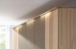 inkl. LED-Kranz-Beleuchtung mit 4-Kanal-Funkfernsteuerung für 5-türigen Kleiderschrank