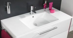 Waschplatz mit einem Keramik Waschtisch